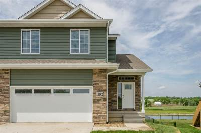 North Liberty Condo/Townhouse For Sale: 1122 Mary Ln