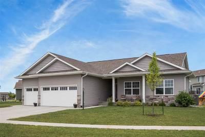 North Liberty Single Family Home For Sale: 650 Penn Ridge Dr
