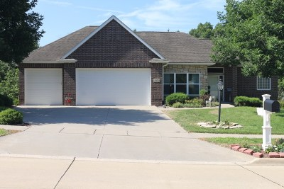 Coralville Single Family Home For Sale: 1050 Forest Edge Dr