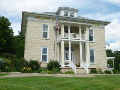 Elkader Single Family Home For Sale: 601 E Bridge St