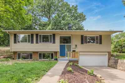Cedar Rapids Single Family Home For Sale: 2245 Shady Oaks Ct. NE