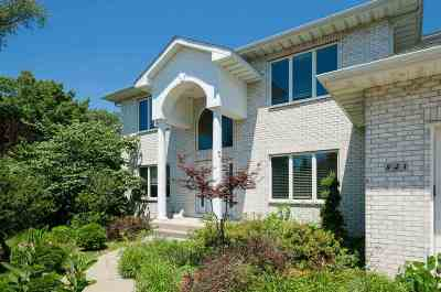 Coralville Single Family Home For Sale: 843 Forest Hill Dr