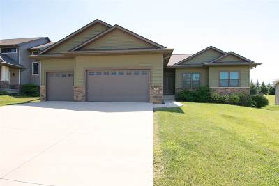 Coralville Single Family Home For Sale: 2942 High Bluff Dr