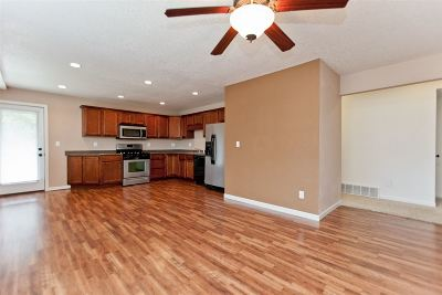 Cedar Rapids Condo/Townhouse Contingent: 3107 Johnson Ave NW #3