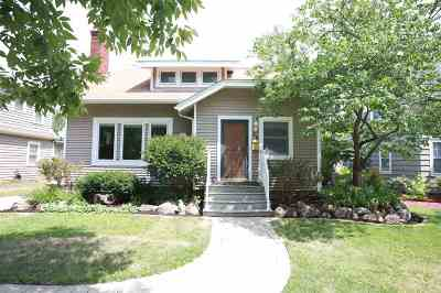 Iowa City Single Family Home For Sale: 28 Highland Dr