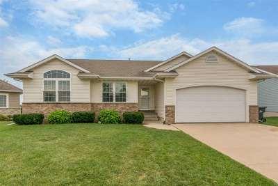 Cedar Rapids Single Family Home For Sale: 6112 SW Palmetto Cir