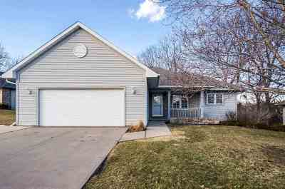 Coralville Single Family Home For Sale: 35 E Dovetail Dr