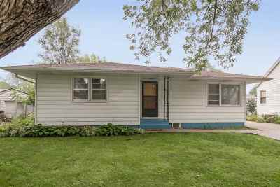 Coralville Single Family Home For Sale: 611 3rd Avenue