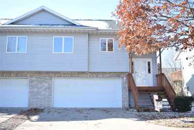 North Liberty Condo/Townhouse For Sale: 30 Shannon Dr