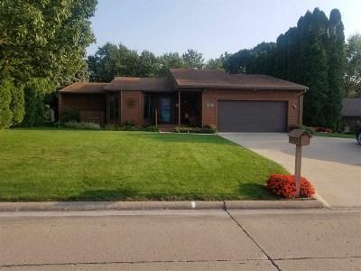 Cedar County Single Family Home For Sale: 102 Elizabeth Dr