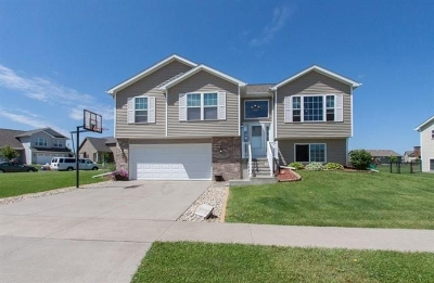 North Liberty Single Family Home For Sale: 1455 Red Oak Dr.