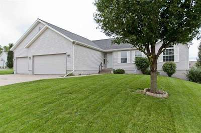 Cedar Rapids Single Family Home For Sale: 7000 Springwood Place NW