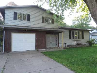 Coralville IA Single Family Home For Sale: $219,900