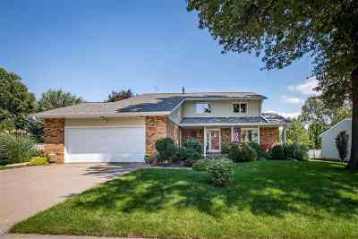 Muscatine County Single Family Home For Sale: 510 Centre Dr