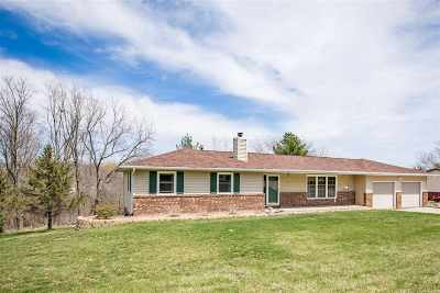 Muscatine County Single Family Home For Sale: 2631 Canterbury Rd