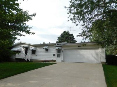 Cedar County Single Family Home For Sale: 102 Bel Aire Ct