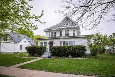 Lone Tree Single Family Home For Sale: 104 W Elm St