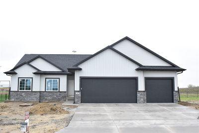 North Liberty Single Family Home For Sale: 1385 E Tartan Dr