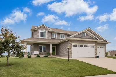 North Liberty Single Family Home For Sale: 655 Penn Ridge Dr