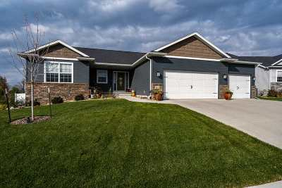 North Liberty Single Family Home For Sale: 1045 Pheasant Lane