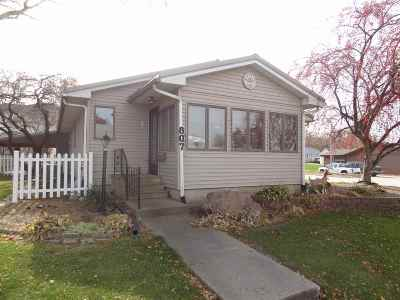 Iowa County Single Family Home For Sale: 807 3rd Street