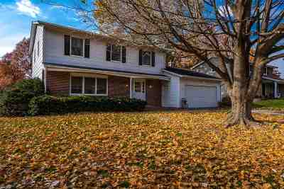 Iowa City Single Family Home For Sale: 15 Bedford Ct