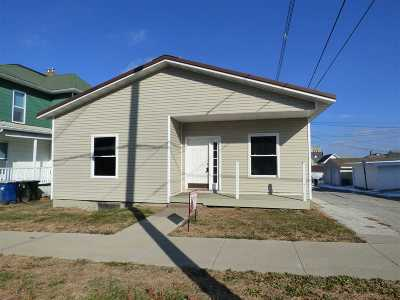 Single Family Home For Sale: 411 Pine St