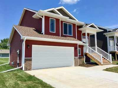 Iowa City Single Family Home For Sale: 2448 Indigo Dr