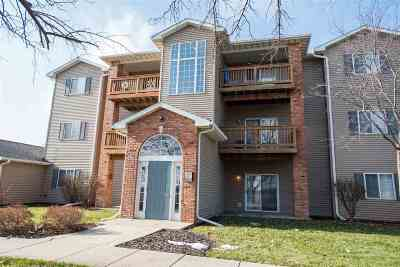 Iowa City Condo/Townhouse For Sale: 2874 Triple Crown Ln #2