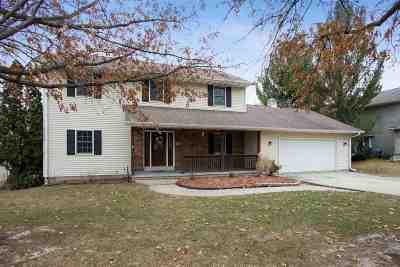 Coralville Single Family Home For Sale: 1507 Oak Lake Park Rd