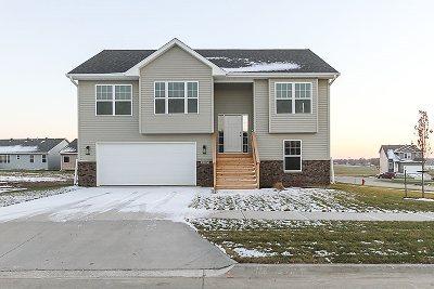 Iowa City Single Family Home For Sale: 1203 Sand Prairie Dr