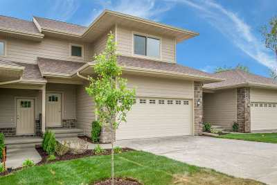 Coralville Condo/Townhouse For Sale: 14 Holiday Ridge Ln
