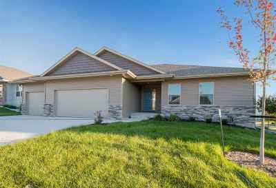 Iowa City Single Family Home For Sale: 15 Camden Rd