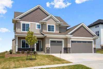 North Liberty Single Family Home For Sale: 1400 E Tartan Dr.