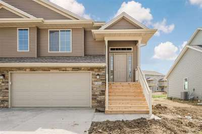 North Liberty Condo/Townhouse For Sale: 1240 Mary Ln