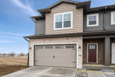 North Liberty Condo/Townhouse For Sale: 1185 Leann Circle