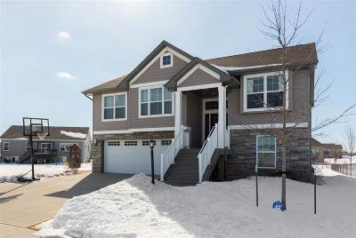 North Liberty Single Family Home For Sale: 545 Penn Ridge Dr