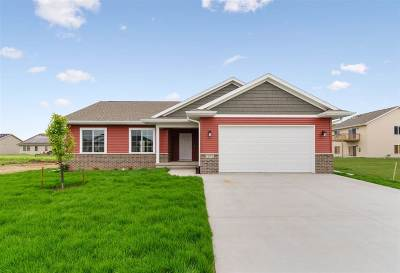 Iowa City Single Family Home For Sale: 1872 Dickenson Ln