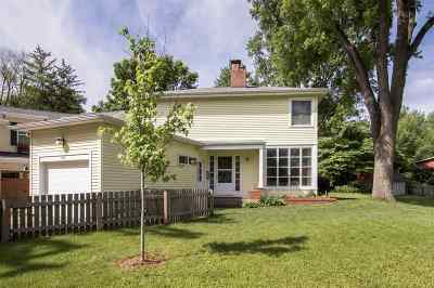 Iowa City Single Family Home For Sale: 207 Golfview Avenue
