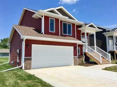 Iowa City Single Family Home For Sale: 2448 Indigo Dr