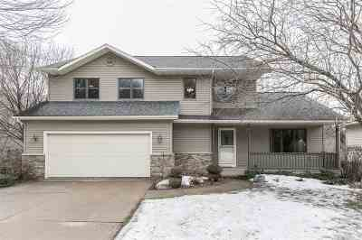 Cedar Rapids Single Family Home For Sale: 916 Iris Ave NW