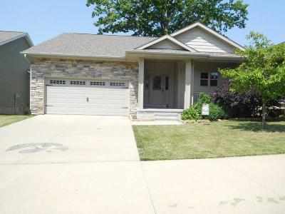 Johnson County Single Family Home For Sale: 1753 Mackinaw Dr