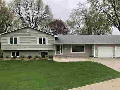Cedar County Single Family Home For Sale: 14 Greenview Drive