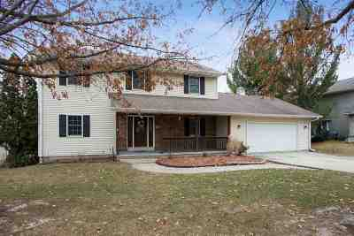 Coralville Single Family Home For Sale: 1507 Oak Lake Park Rd