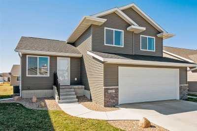 Cedar Rapids Single Family Home For Sale: 1117 NE Deer Run Dr.
