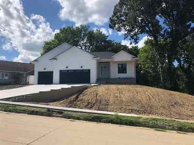 Johnson County Single Family Home New: 835 Mesquite Dr