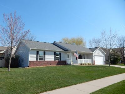North Liberty Single Family Home For Sale: 310 Tartan Dr