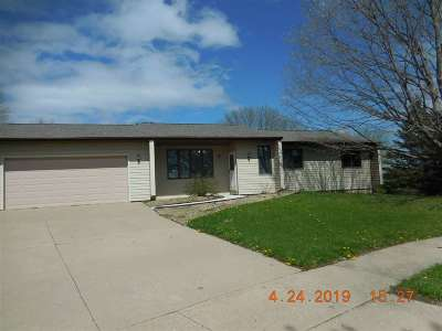 Coralville Single Family Home For Sale: 8 Lynncrest Circle