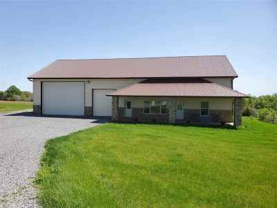 Cedar County Single Family Home For Sale: 104 Edgewood Dr
