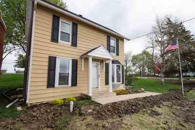Louisa County Single Family Home For Sale: 210 Cotter St